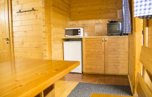 5L chatka s vlastní sprchou, WC, venkovní kuchyňkou