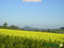Výhled z kempu na hrad Trosky