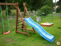 ...nebo na dětském hřišti